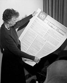 Eleanor Roosevelt avec la déclaration des droits (1949)